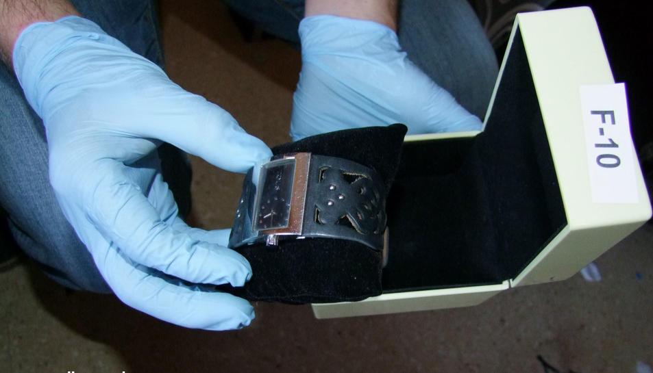 Els lladres van robar dispositius electrònics, joies i tot tipus d'objectes per vendre'ls en el mercat il·legal.