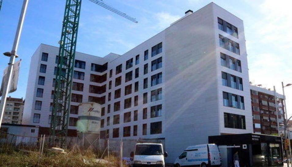 Un bloc en construcció a l'avinguda Andorra.