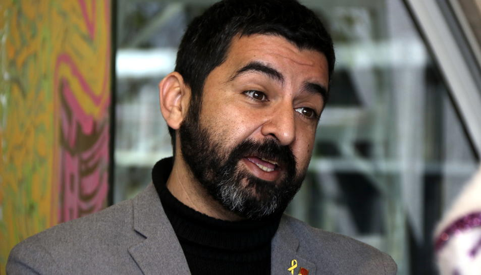 Primer pla del conseller de Treball, Afers Socials i Famílies, Chakir El Homrani, durant una visita a Torredembarra el 8 de febrer del 2019