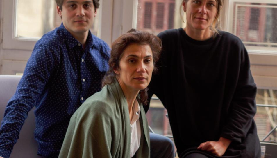 L'espectacle està protagonitzat per Anna Alarcón, Maria Pau Pigem i Bernat Quintana.
