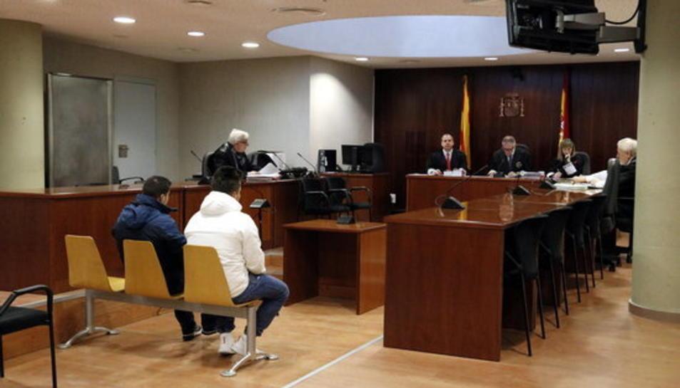 Plano general de l'Audiència de Lleida durant el judici als acusats d'abusar sexualment d'una noia amb discapacitat a Lleida.