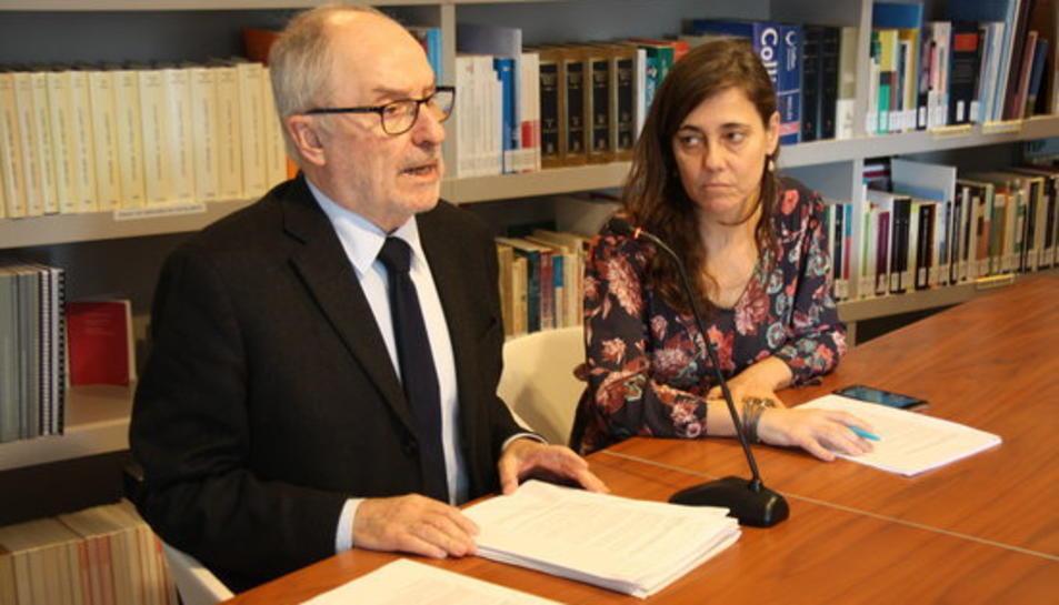 El síndic de greuges, Rafael Ribó, i l'adjunta per a la defensa dels drets de la infància, Maria Jesús Larios, durant la roda de premsa per anunciar les mesures per investigar abusos sexuals en institucions catòliques.
