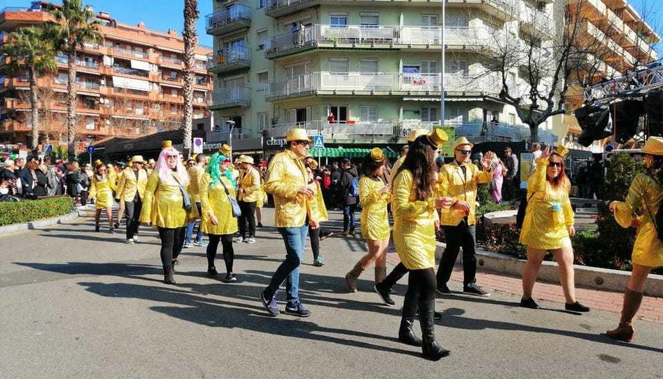 Més de 3.800 persones han desfilat pels carrers de Salou