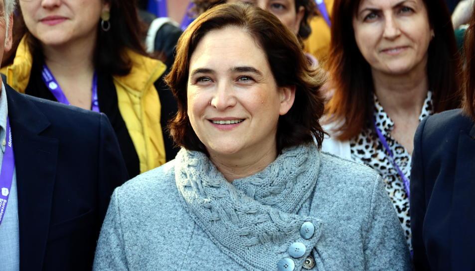 L'alcaldessa de Barcelona, Ada Colau, durant la trobada amb científiques en el marc de la iniciativa '100tífiques' al Parc Científic de Barcelona.