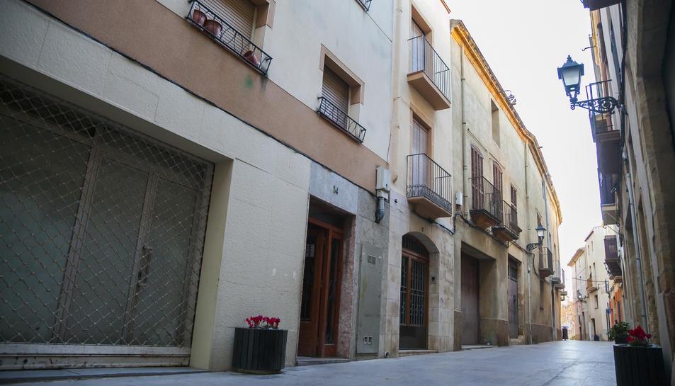 L'edifici afectat, al número 14 del carrer Verge de la Pineda, a Vila-seca.