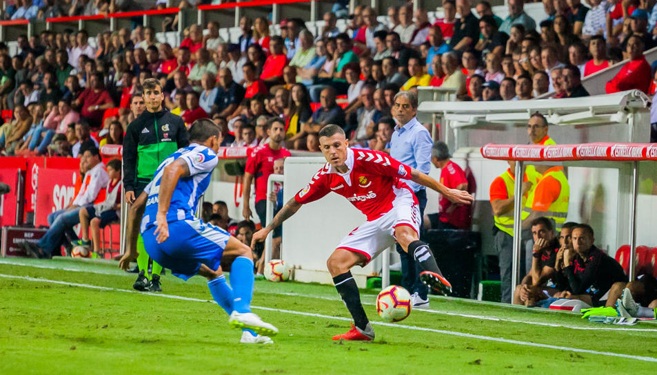 Abrahám Minero, durant una acció en el Nàstic-Deportivo d'aquesta temporada.