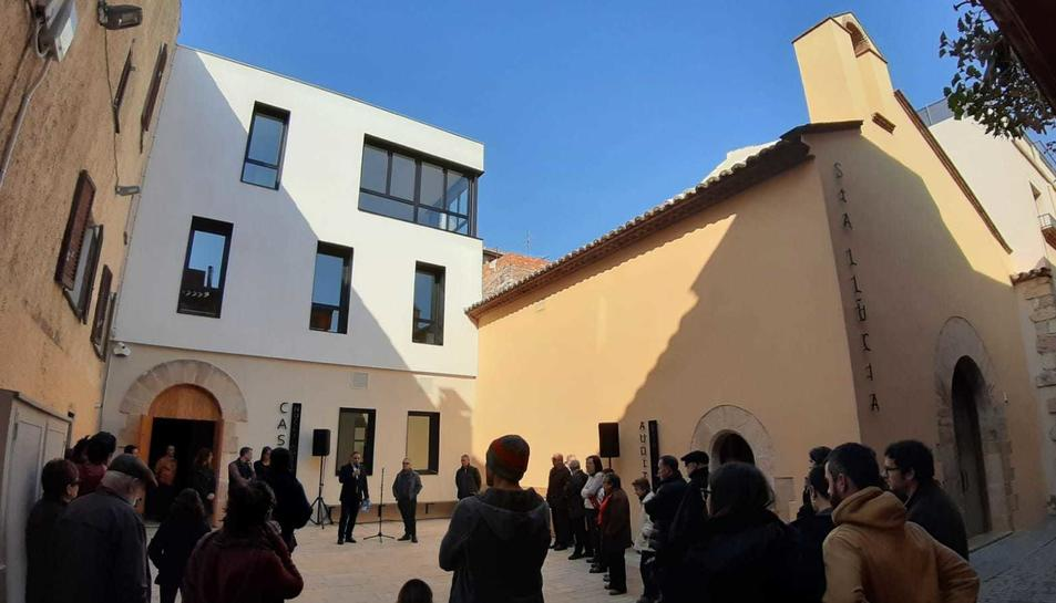Imatge de l'acte inaugural del Casal del Nucli Antic, ubicat al costat de la Sala Santa Llúcia.
