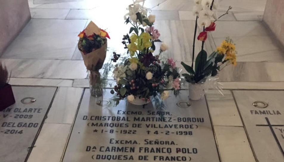 La tomba de Carmen Polo, esposa de Franco, a la cripta de l'Almudena.