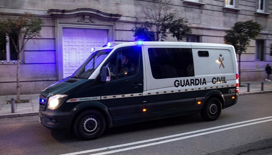 Imatge d'un dels furgons que traslladen als presos independentistes arribant a l'Audiència Nacional.