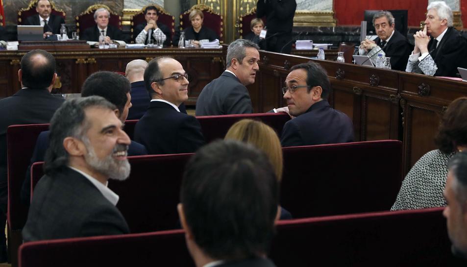 Els dotze polítics independentistes acusats en l'inici del judici del procés