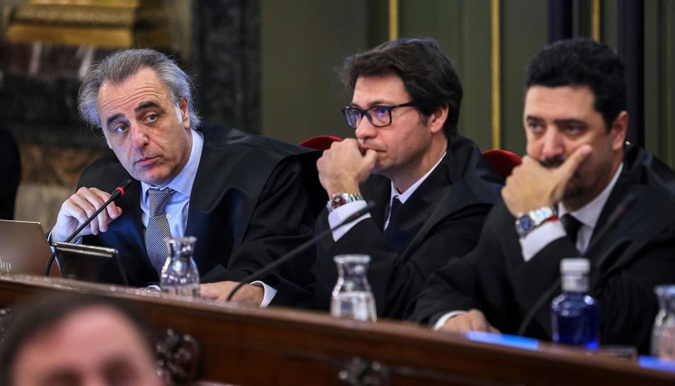 Pau Molins, advocat de Santi Vila; Josep Riba, lletrat de Carles Mundó, i Mariano Vergés, advocat de Dolors Bassa.