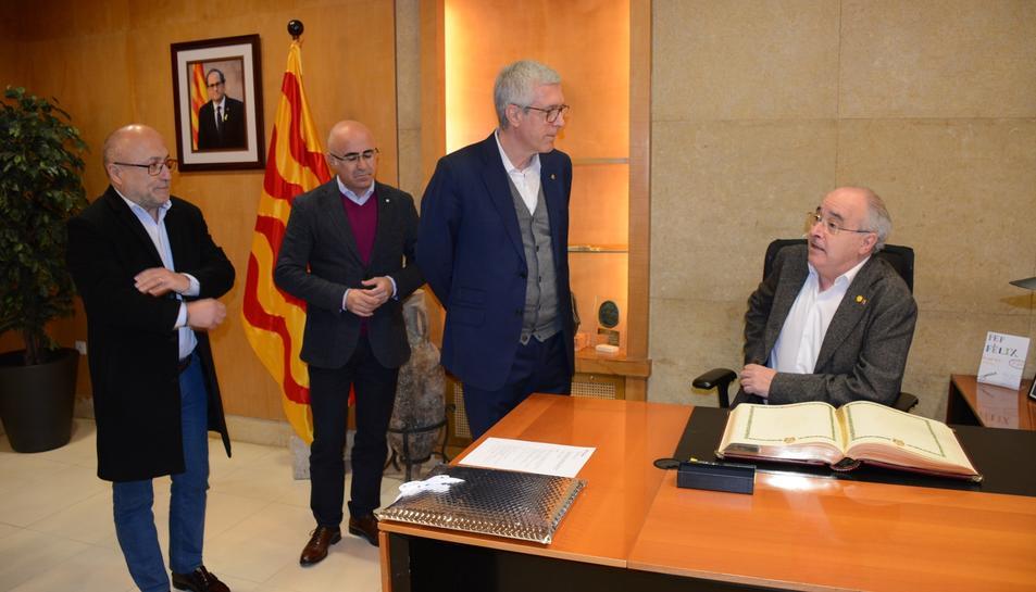 El conseller Bargalló a l'Ajuntament de Tarragona junt a l'alcalde, Josep Fèlix Ballesteros, el delegat del Govern a Tarragona, Òscar Peris, i el director dels Serveis Territorials d'Educació a Tarragona, Jean-Marc Segarra.