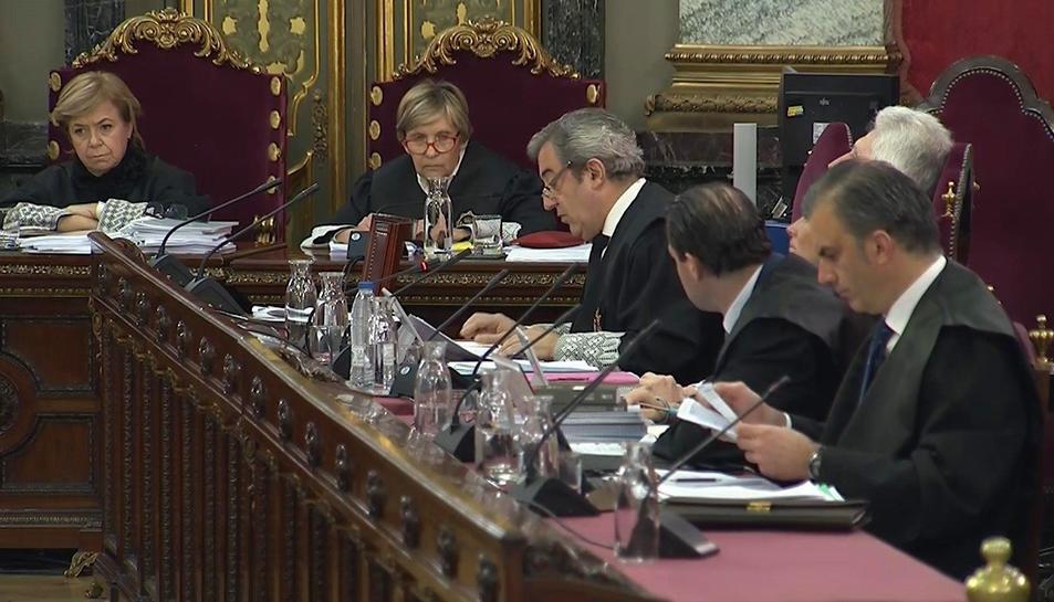 Imatge dels fiscals Javier Zaragoza i Fidel Cadena junt al vicesecretari de Vox, Pedro Fernández, i el secretari general de Vox, Javier Ortega Smith, en la segona jornada del judici per l'1-O.