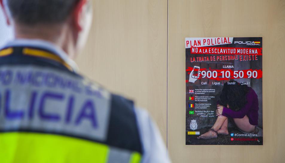 Cartell de la Policia Nacional