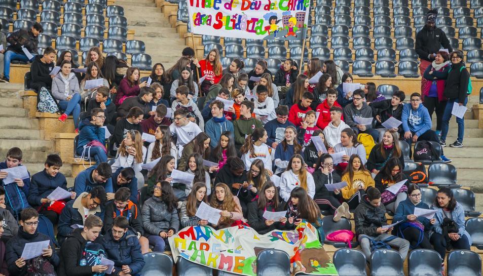 Uns vuit-cents alumnes de deu instituts de Tarragona participen en aquest acte solidari