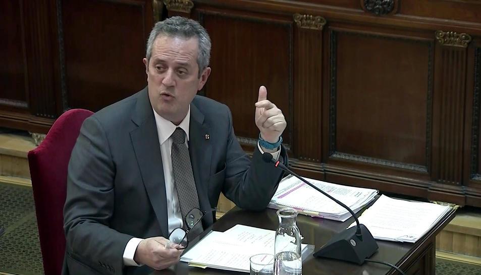 Pla mitjà de l'exconseller d'Interior Joaquim Forn responent les preguntes del fiscal en el judici de l'1-O.