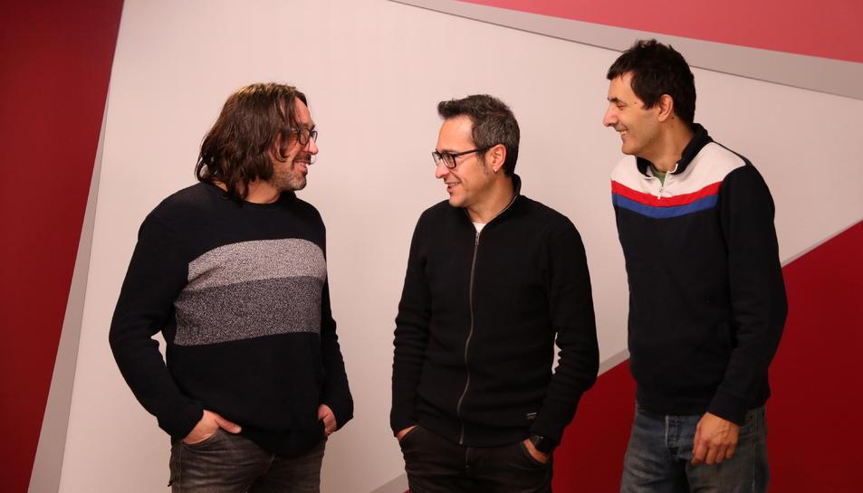 Pemi Rovira, Jesús Rovira i Jaume Piñol conversant entre ells.