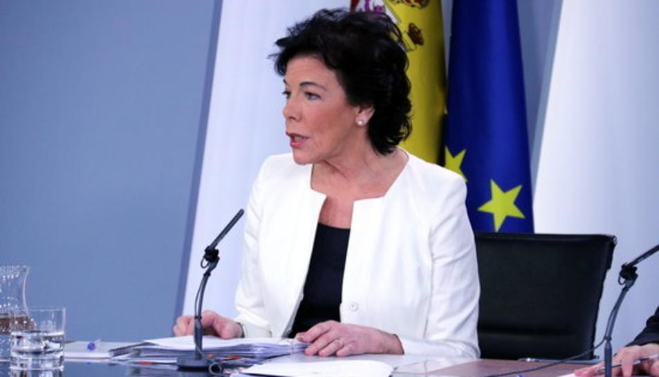 La portaveu del govern espanyol i ministra d'Educació, Isabel Celaá, a la roda de premsa posterior al Consell de Ministres d'aquest 15 de febrer.