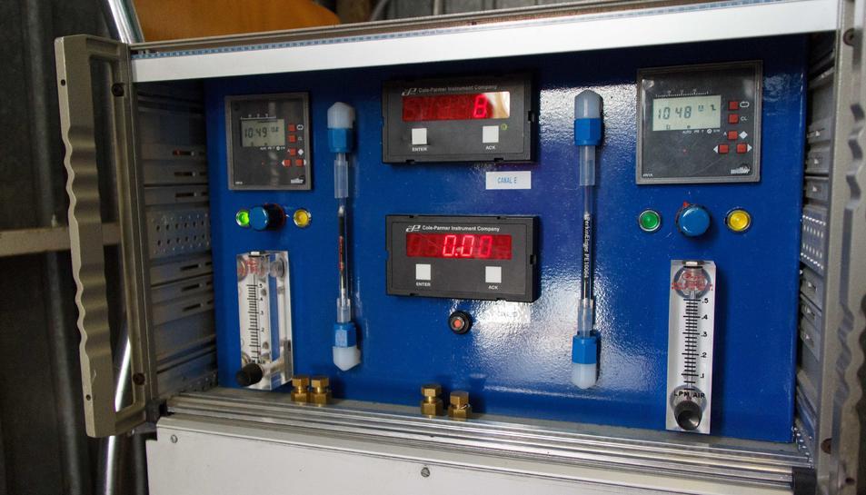 Imatge de l'aparell utilitzat per mesurar la qualitat de l'aire.