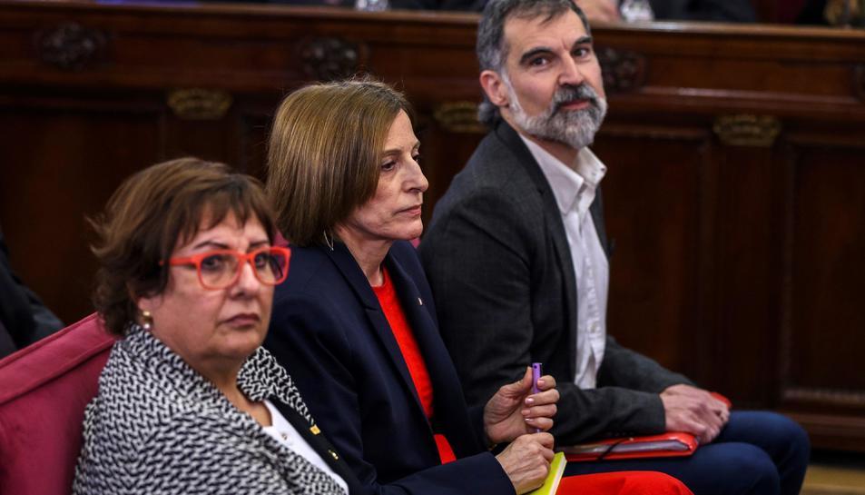 Jordi Cuixart, Carme Forcadell i Dolors Bassa, durant la primera jornada del judici de l'1-O.