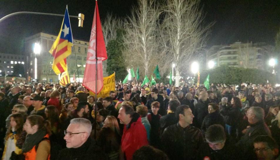 La manifestació arriba a la Imperial Tàrraco.