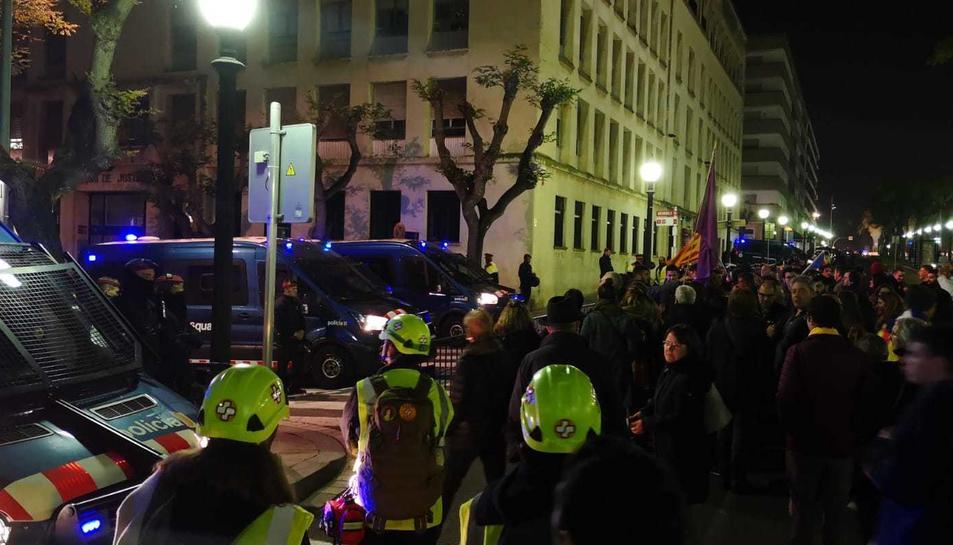 Els manifestants s'han dirigit fins als jutjats en acabar la concentració a la Imperial.