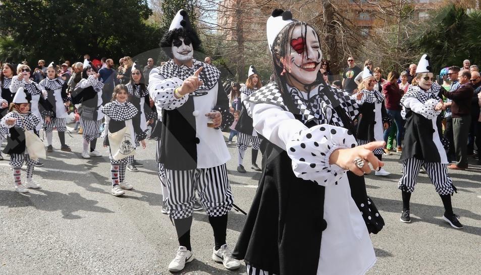 La ressaca no és obstacle per celebrar la rua matinal de Carnaval del Reus