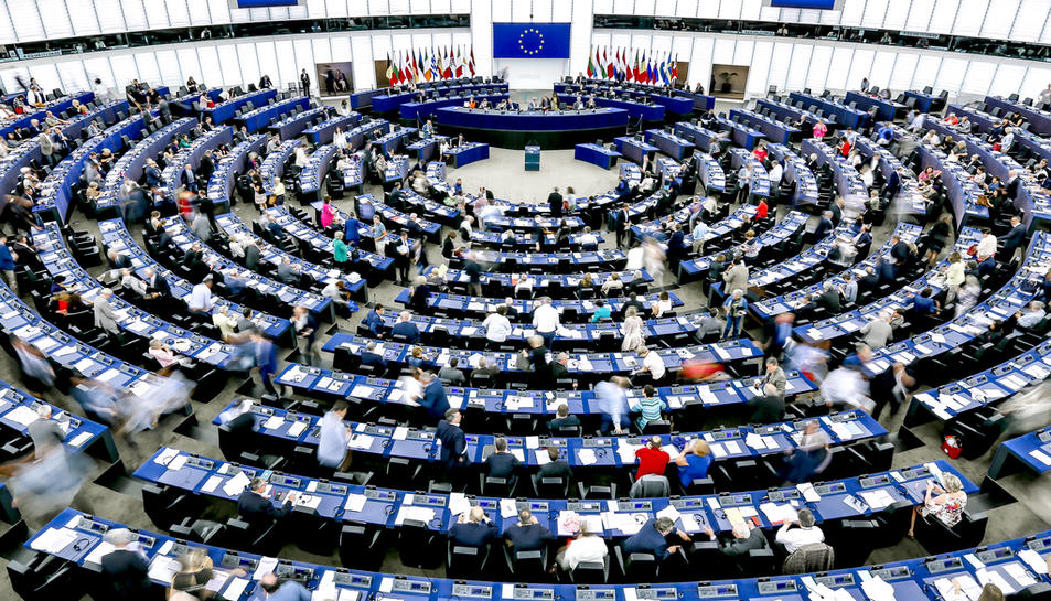 Imatge de l'hemicicle del Parlament Europeu durant una sessió plenaria.