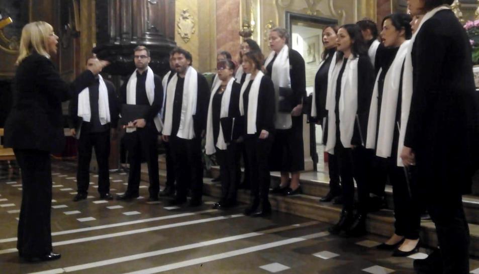 Actuació del Cor Jove de la Schola Cantorum dels Amics de la Catedral de Tarragona.