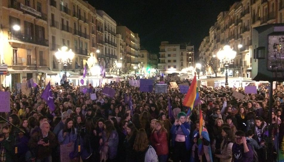 La manifestació ha arribat a la plaça de la Font.