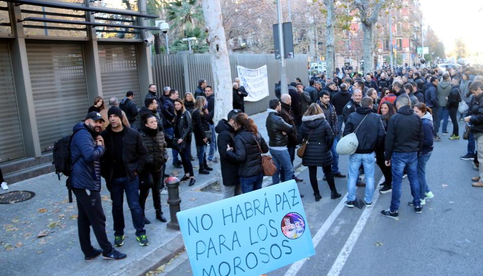 Imatge de la manifestació convocada per sindicats de mossos i el moviment MosSOS en motiu del Consell de la Policia