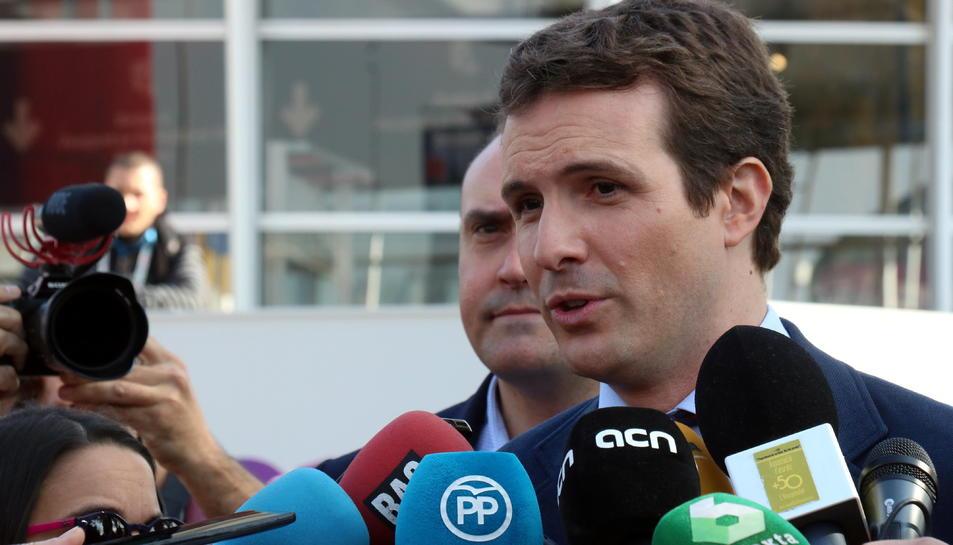 El president del PP, Pablo Casado, atén als mitjans de comunicació.