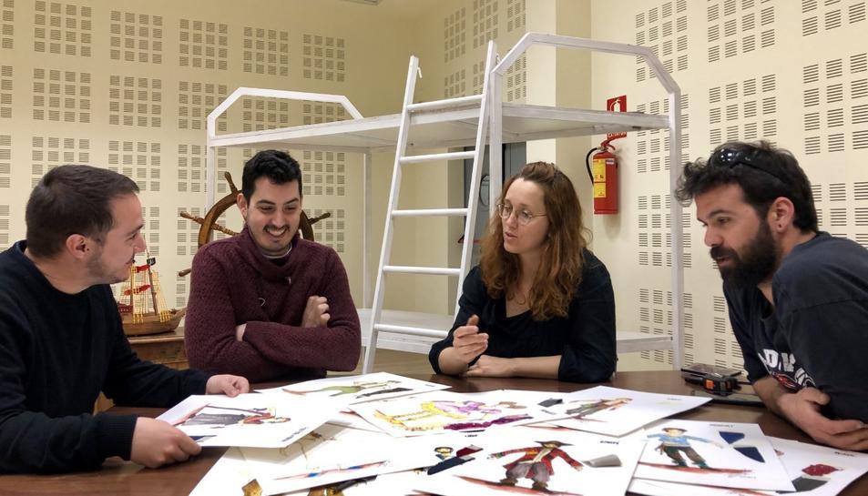 Reunió de treball amb la figurinista Blanca Ferré i l'escenògraf Bernat Fugarolas.