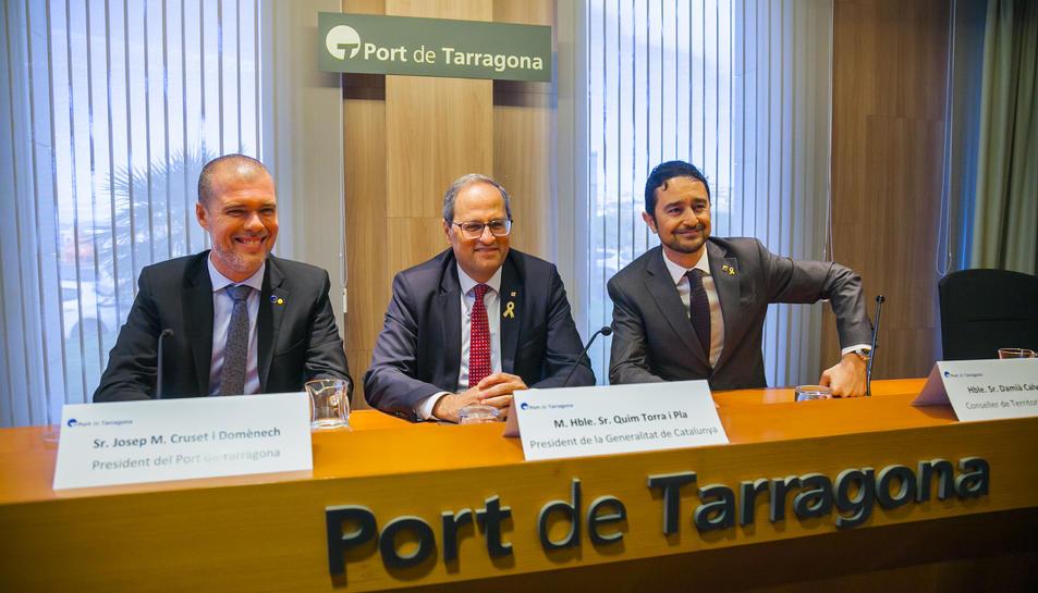 Imatge del President del Port de Tarragona, Josep Maria Cruset, el President de la Generalitat, Quim Torra i el conseller de Territori i Sostenibilitat Damià Calvet.