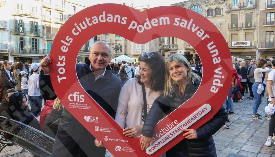 Flashmob en el Mercadal para explicar cómo hacer una reanimación cardiopulmonar
