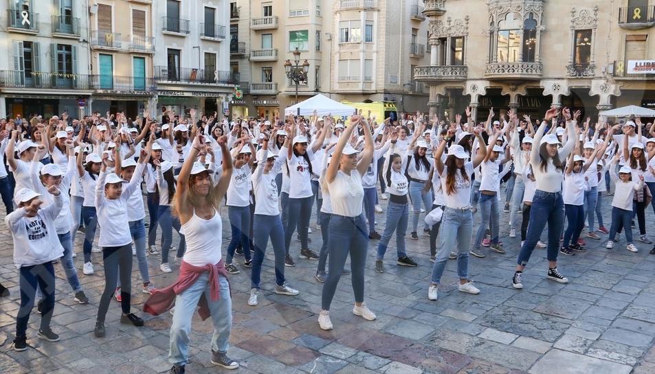 Flashmob al Mercadal per explicar com fer una reanimació cardiopulmonar