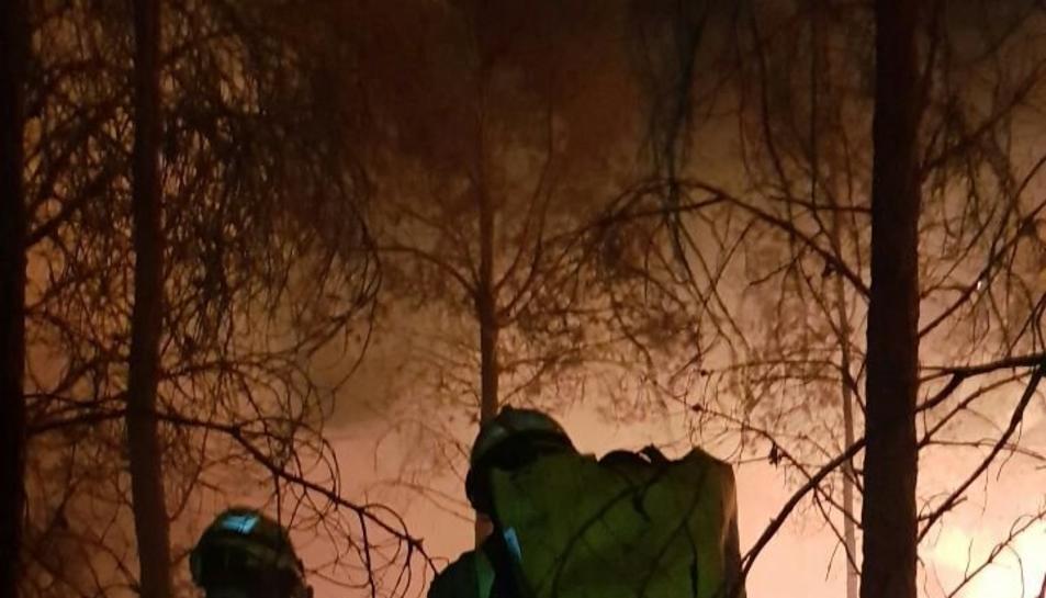Deu dotacions dels Bombers han treballat en les tasques d'extinció de l'incendi.