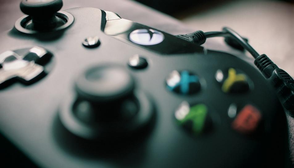 Imathe d'un mando de Xbox.