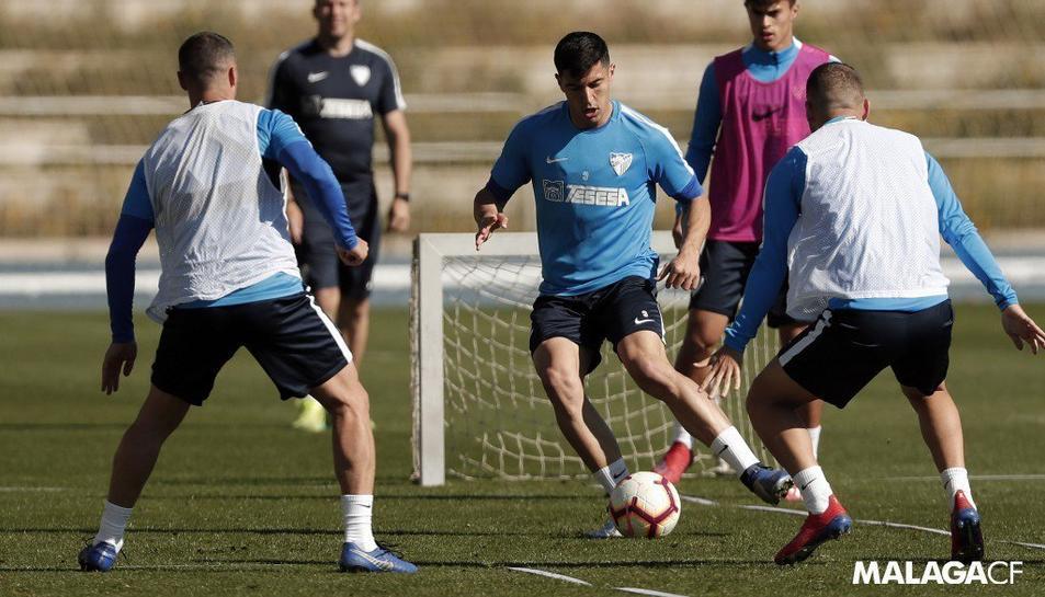 Alguns jugadors del Málaga, durant un entrenament d'aquest mes de març.