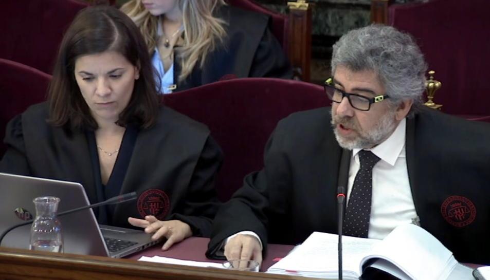 L'advocat Jordi Pina, i l'advocada Ana Bernaola, de la defensa de Jordi Turull, Jordi Sànchez i Josep Rull.