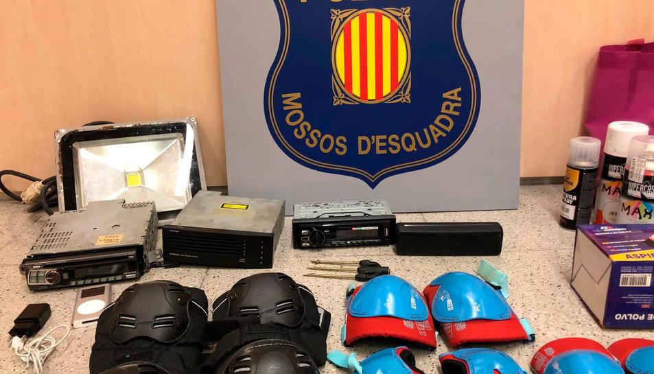 Imatge d'alguns dels objectes robats de l'interior de vehicles.