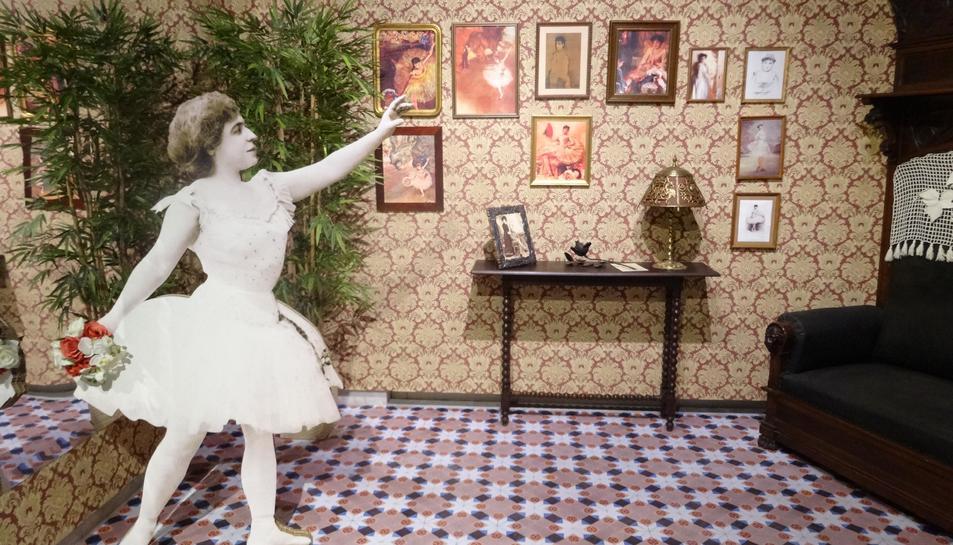 Pla general d'un racó de l'exposició dedicada a la ballarina Roseta Mauri, muntada al Museu de Reus.
