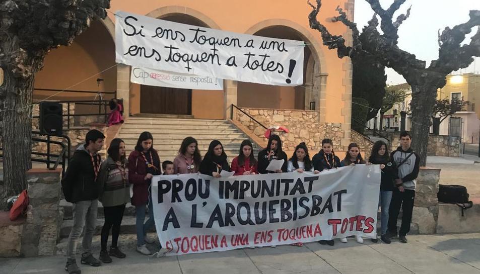 Imatge de la protesta a la plaça de l'Esglèsia.