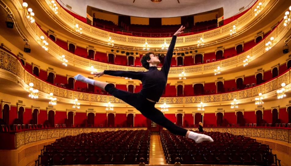 Miquel Martínez, guanyador del 9è Premi Internacional de Dansa Roseta Mauri.