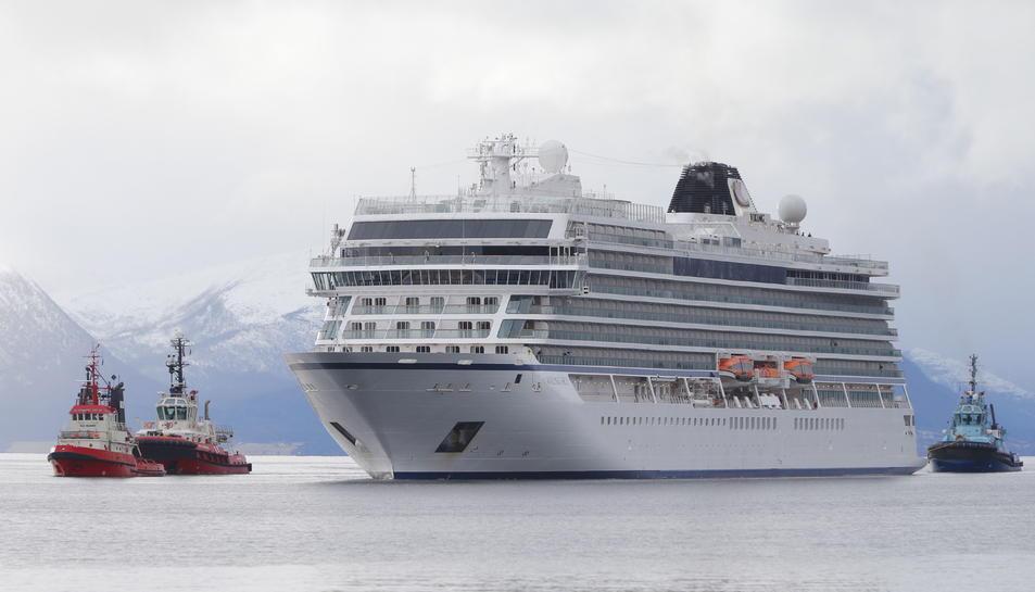 El Viking Sky arribant a port.