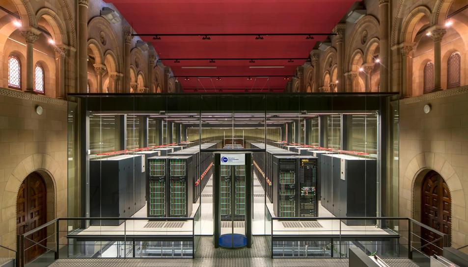 Pla general del supercomputador MareNostrum 4, a la capella de Torre Girona.