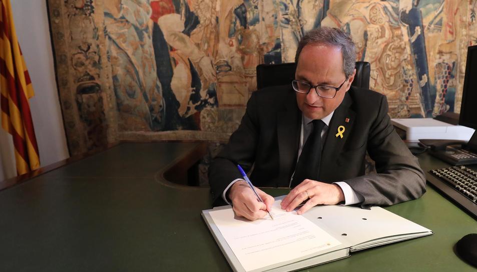 El president de la Generalitat, Quim Torra, signa el decret de nomenament de Budó i Vilallonga.