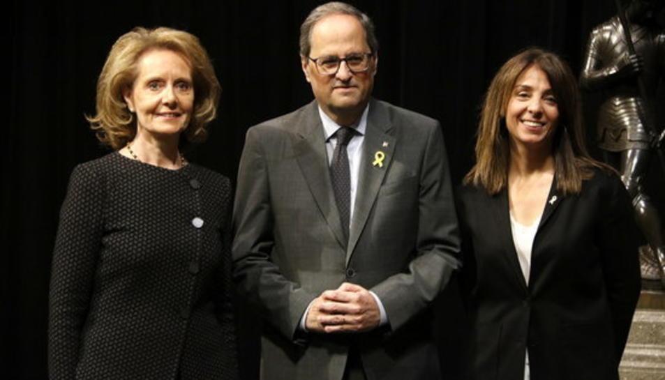 El president de la Generalitat, Quim Torra, acompanyat per la consellera de la Presidència, Meritxell Budó, i la de Cultura, Mariàngels Vilallonga, després de la presa de possessió.
