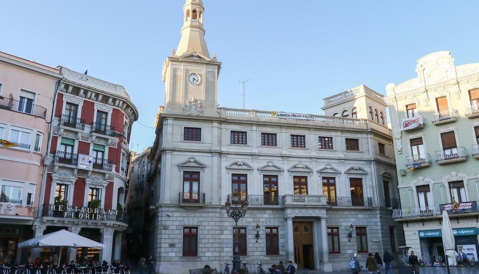 La façana de l'Ajuntament de Reus