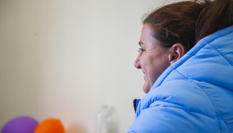 L'Anna, ahir, en un moment de l'entrevista al Centre Cívic de Bonavista.
